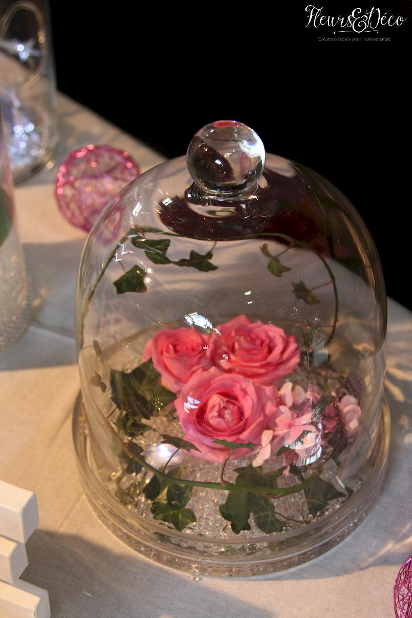 Décoration de table dans vase en verre