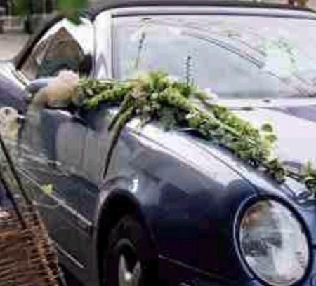creations-florales-voiture-fleurs-blanches-img