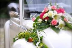 Decoration-voiture-mariage-fleurs