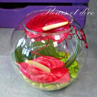 Vase boule d'anthuriums