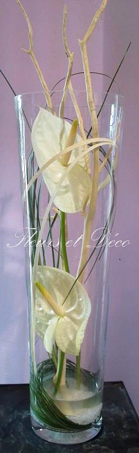 Anthuriums exotiques dans vase en verre